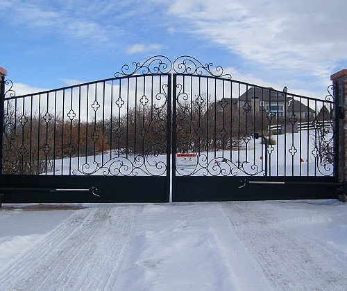 Residential-Dual-Swing-Gates-with-Actuator-Arm-Operator